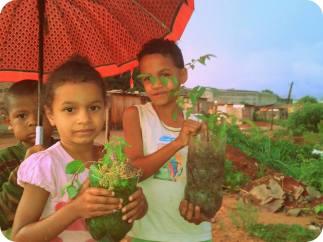 Fotos do Dia de Plantio na Area Verde da Comunidade!