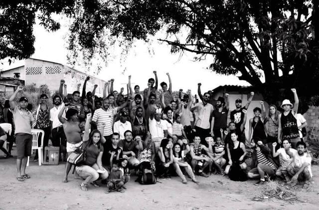 Foto de moradores, indios, apoiadores e visitantes da GK!
